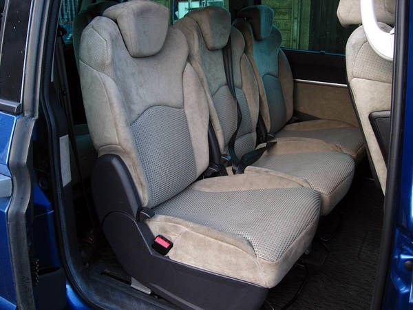 Peugeot 807 HDi MPV - rear seating