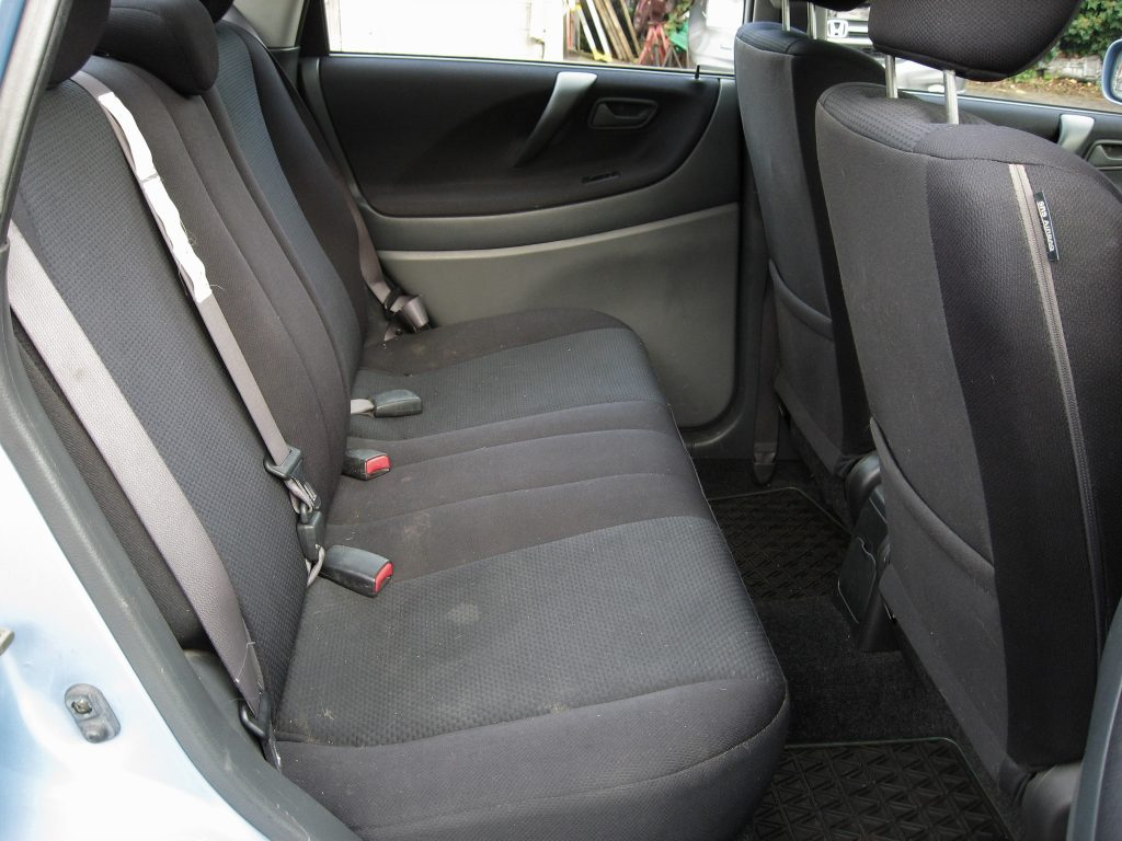 Suzuki Liana 1.6 GLX - rear seats