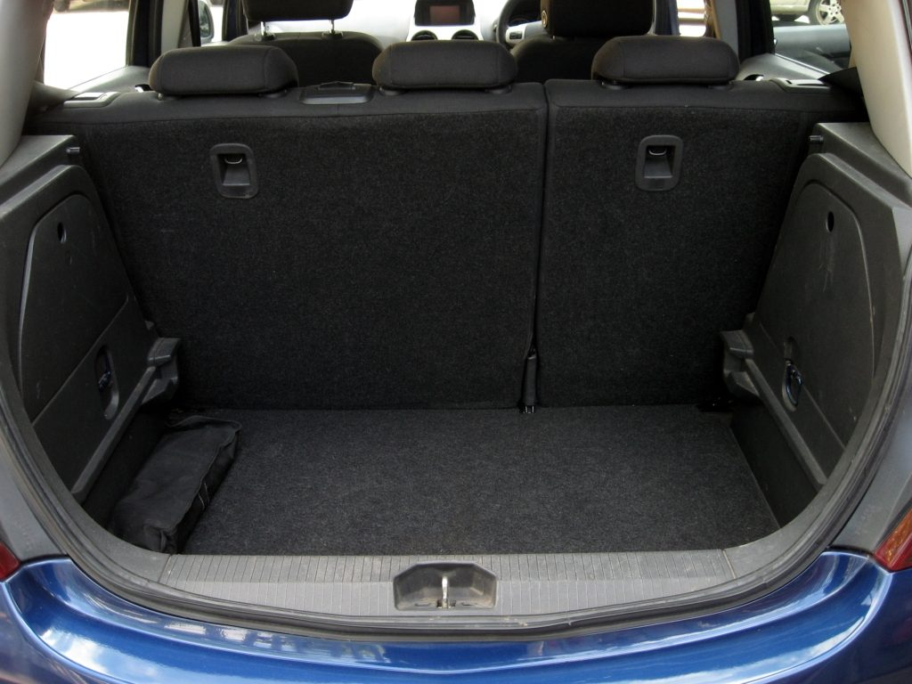 Vauxhall Corsa 1.3 CDTi - luggage area
