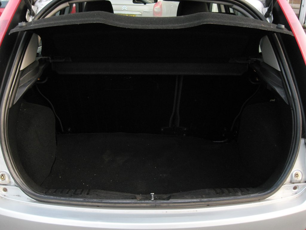 Ford Fiesta 1.4 TDCi - luggage area