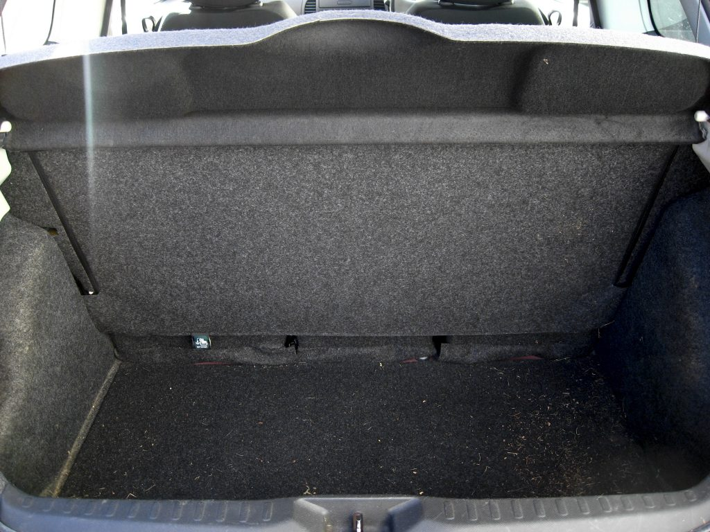 Luggage area - Nissan Micra 1.2