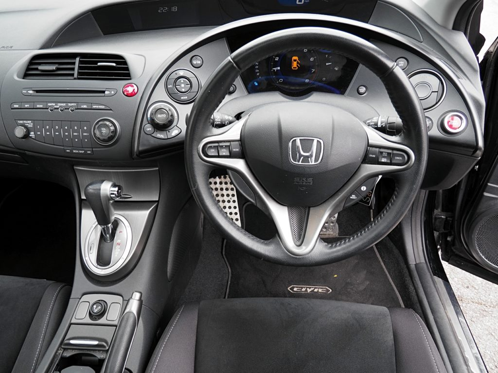 Honda Civic 1.8 iVTEC ES Auto - dashboard and controls