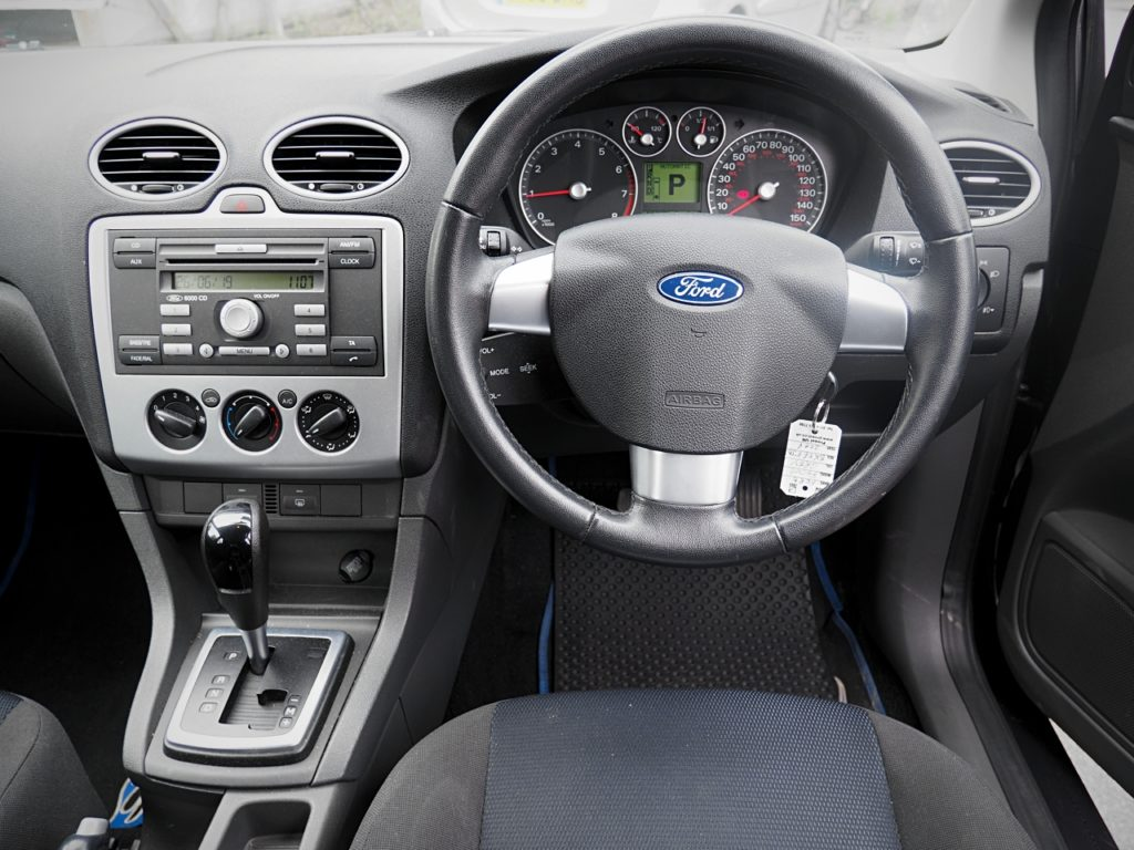 Ford Focus 1.6 Zetec Climate Auto - drivers view