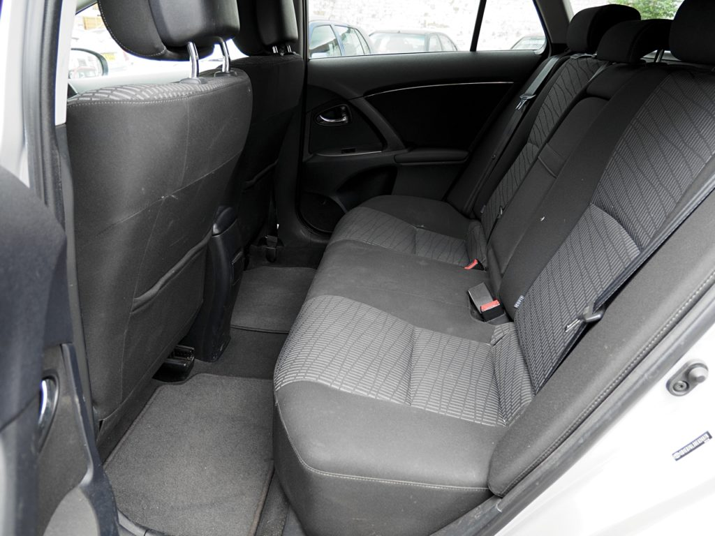 Toyota Avensis 2.2 TR D-CAT Estate Auto - rear seats