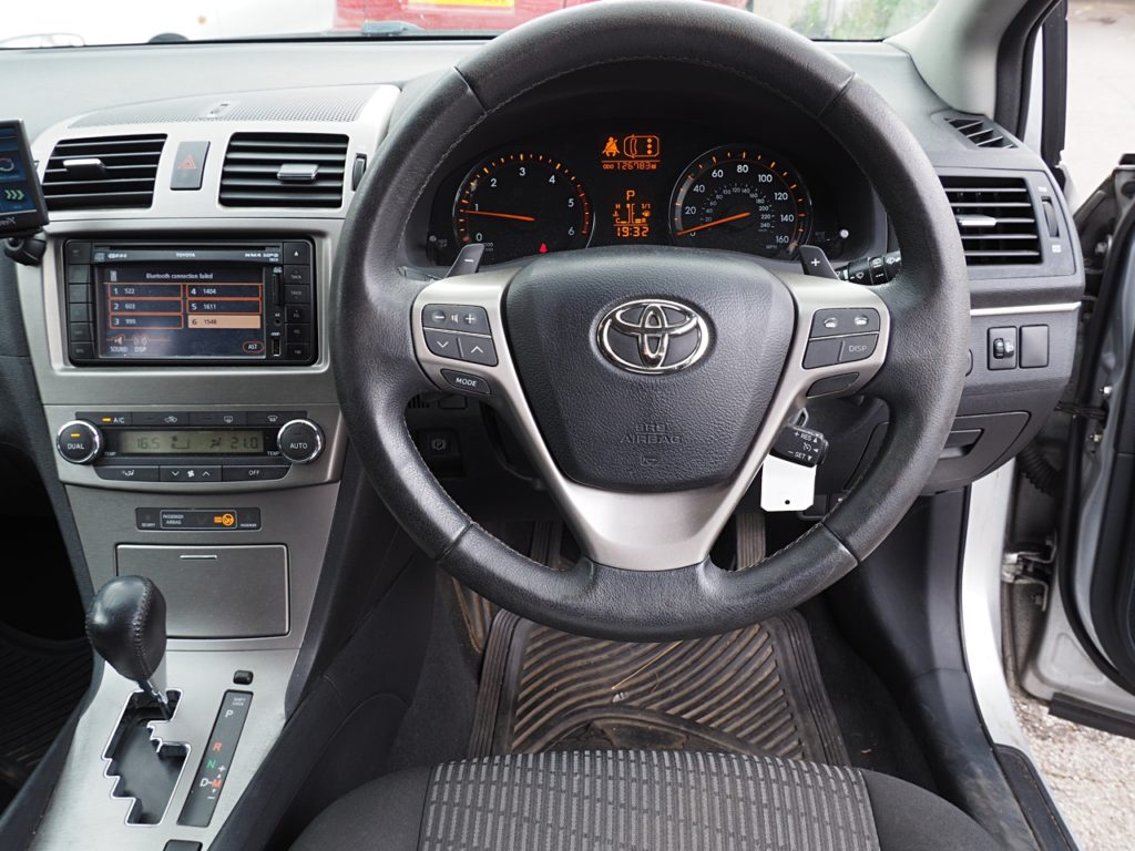 Toyota Avensis 2.2 TR D-CAT Estate Auto - dashboard