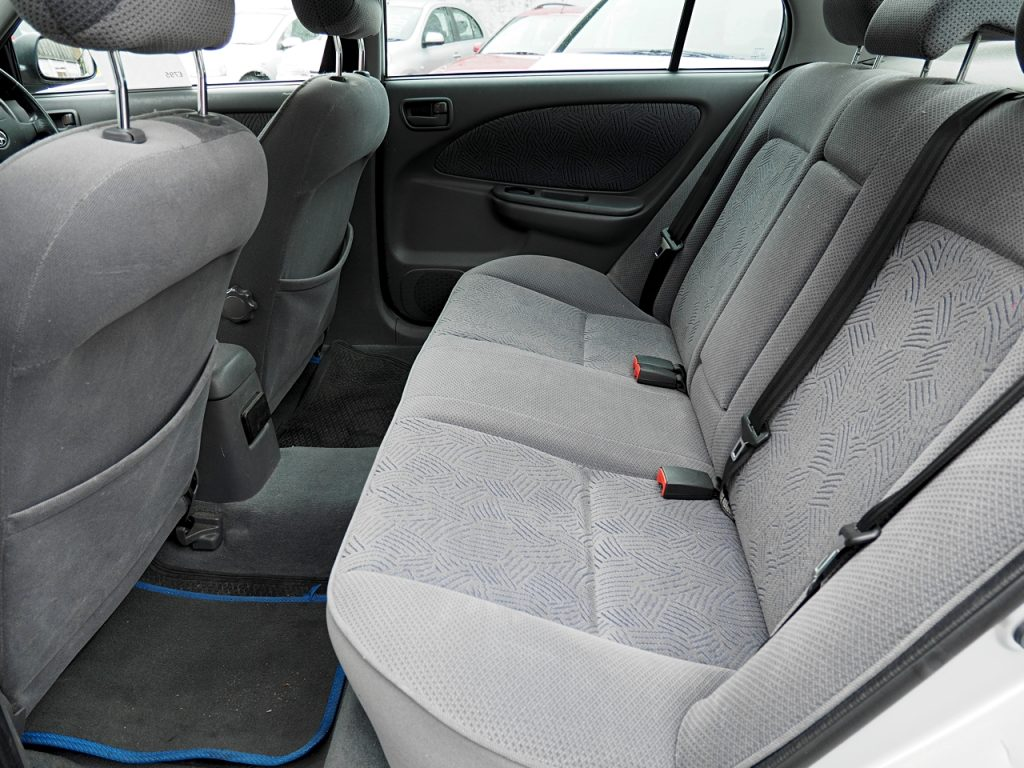 Toyota Avensis 1.8GS - rear seat