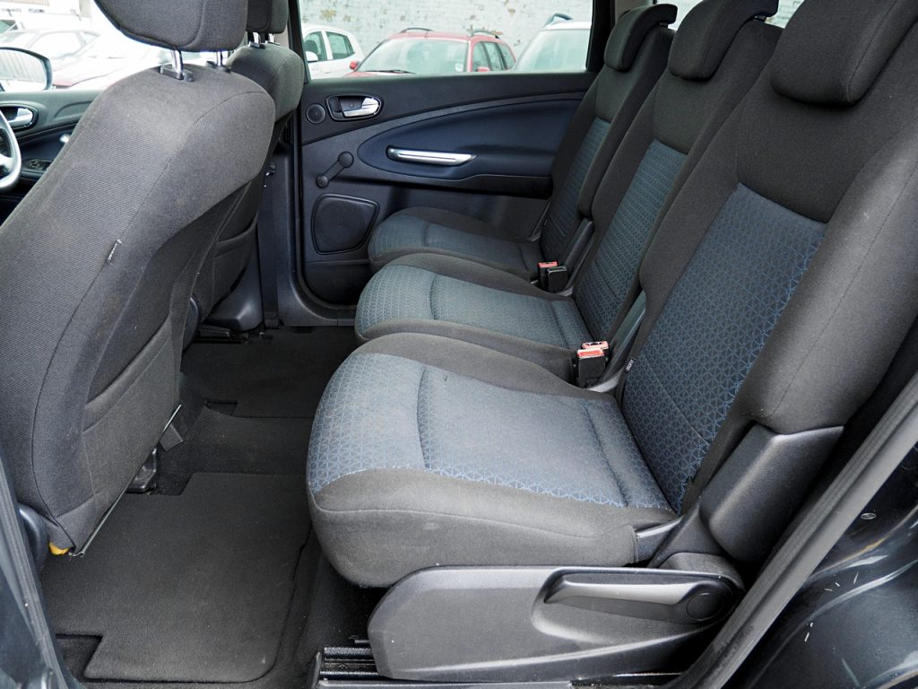Ford Galaxy 2.0 LX - rear seats