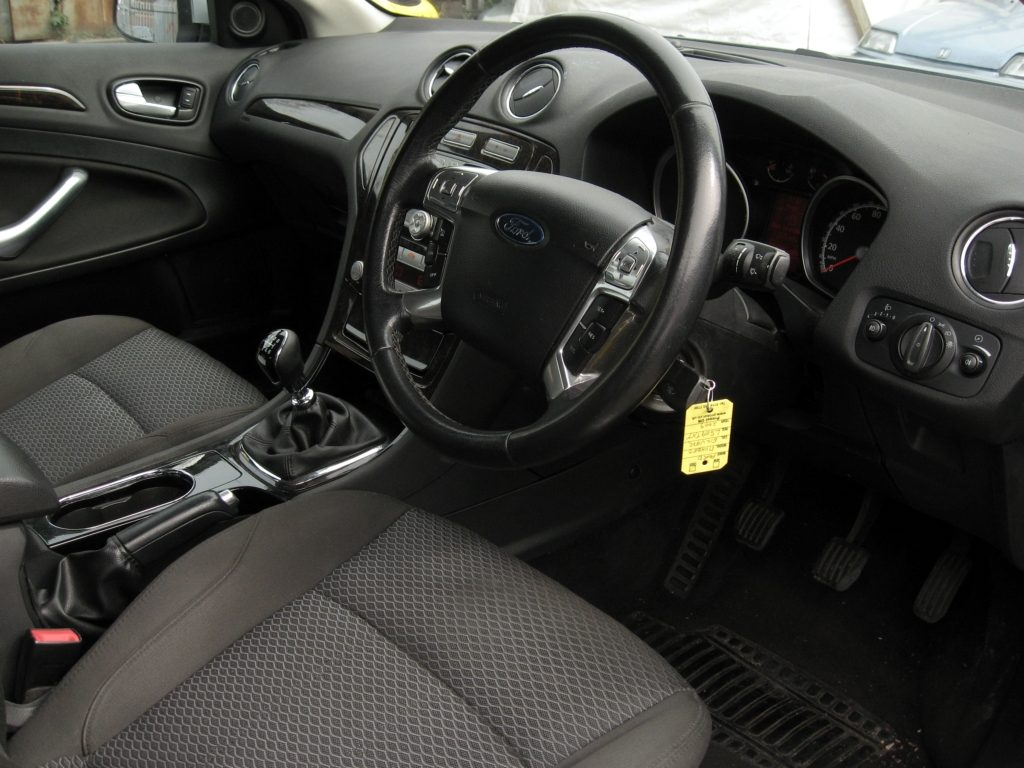 Ford Mondeo 2.0 TDCi Ghia - front seats