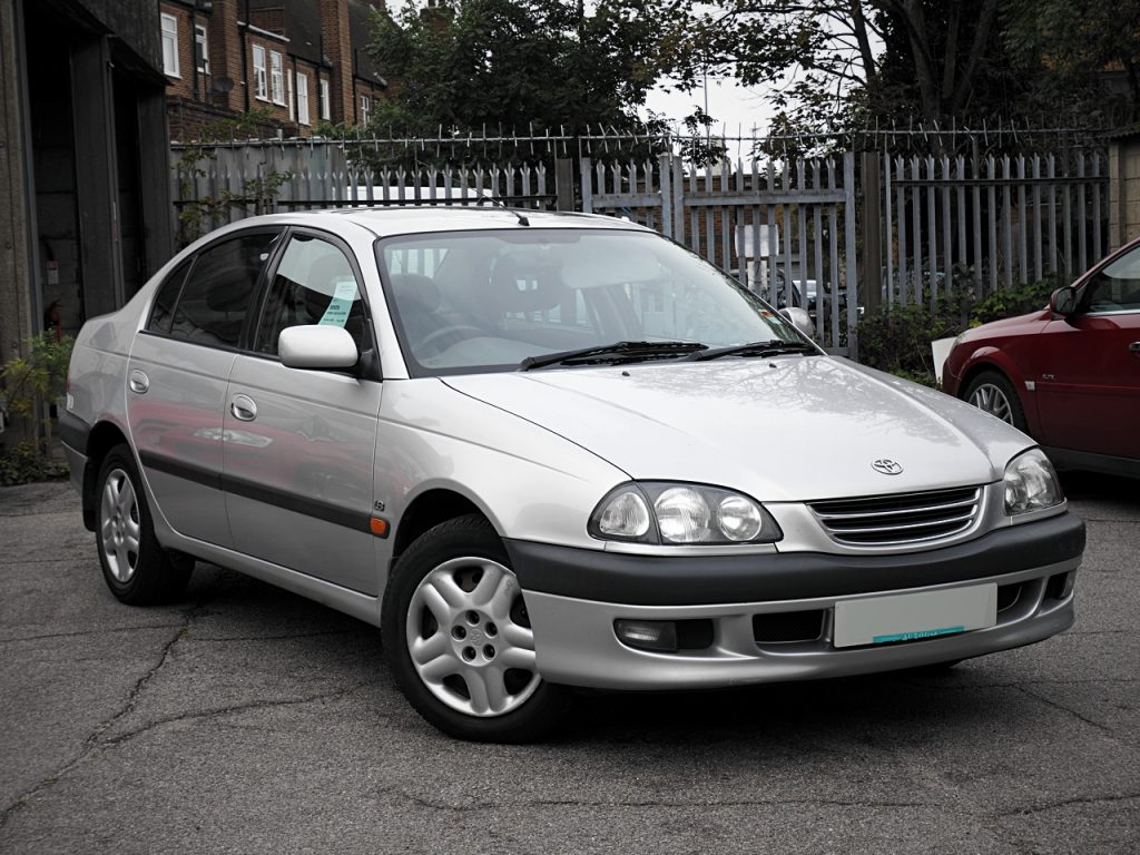 Toyota Avensis 1.8GS - front