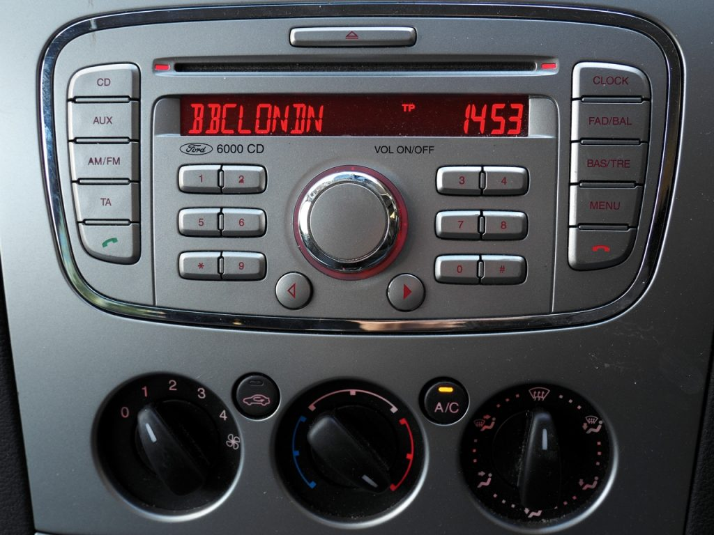 Ford Galaxy - stereo and controls